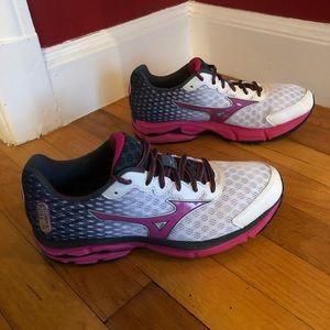 Mizuno Wave Rider 18 Running Shoes .. Clean